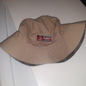 Tommy hilfiger reversal bucket hat
